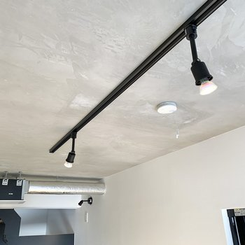 【DK】天井もクールにキマっています。配管がタイプです。
