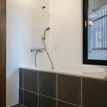 浴室はホテルのような、旅館のような。とにかく美しい......。