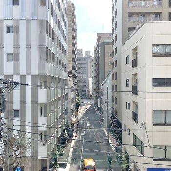 【DK】正面の眺望は通りがまっすぐ見えます。