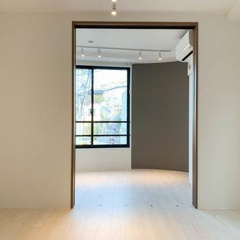 【DK6帖】引き戸を挟んで奥にもう一部屋あります。