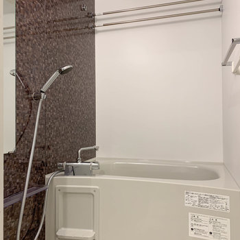 浴室乾燥、暖房付きのお風呂です。