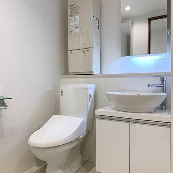 洗面台の左にトイレです。