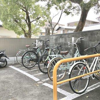 共用部】駐輪場は屋根がありません、、