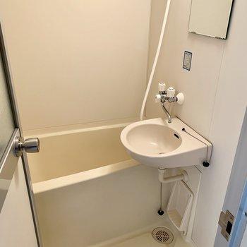 2点ユニットです。シャワーも完備。