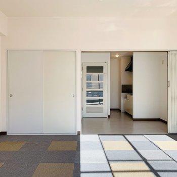 天井も高く開放感。ダイニングとパーテーションで仕切ることもできます。