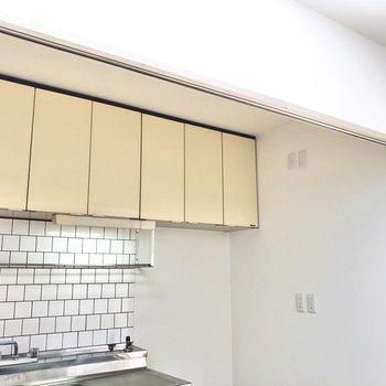 キッチンとリビングを仕切れるカーテンレールが付いていました!※写真は4階同間取り別部屋のお写真です。