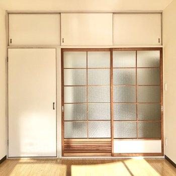 すりガラスが圧迫感を感じさせませんね!※写真は4階同間取り別部屋のお写真です。
