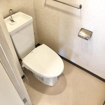 トイレはタオルラックが備わっていました。※写真は4階同間取り別部屋のお写真です。