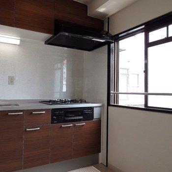 キッチンにも窓が! ※写真は同間取り別部屋のものです。