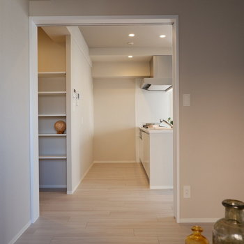 【洋室②】もちろん寝室としても、洋室①ほど光が入らないので深く眠れそうです。※家具・雑貨はサンプルです