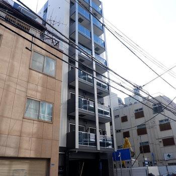 各階2戸のスリムな外観です。