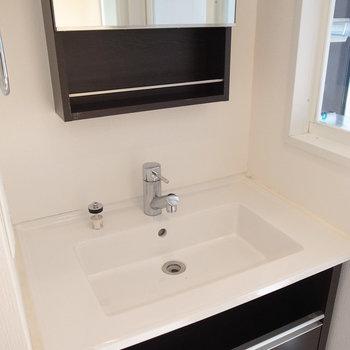 シンプルな洗面台です。