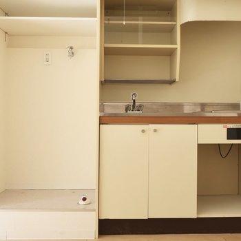 キッチンと洗濯機置場はお隣さん(※写真は2階の同間取り別部屋のものです)