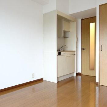 キッチン横に冷蔵庫が置けそう◎(※写真は4階の同間取り別部屋のものです)