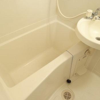 お風呂はゆったり浸かれそう♩(※写真は4階の同間取り別部屋のものです)