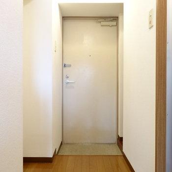 スッキリとした玄関!(※写真は4階の同間取り別部屋のものです)