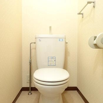 とっても綺麗なトイレ(※写真は4階の同間取り別部屋のものです)