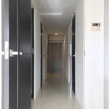 廊下側にも洋室が2部屋。(※写真は3階の反転間取り別部屋のものです)
