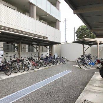 駐輪場・バイク置き場は鍵付きのスペースで安心です。
