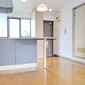 さてキッチンへ※写真は4階の同間取り別部屋のものです