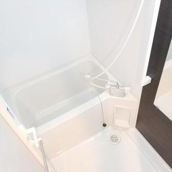 洗濯機に洋服を入れて、そのままお風呂で快適導線!※写真は3階の同間取り別部屋のものです