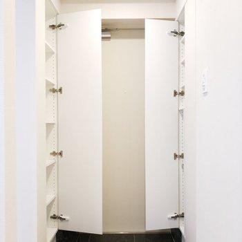 そしてなんとリッチな収納スペースなんでしょう!※写真は3階の同間取り別部屋のものです