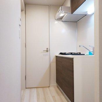 次はキッチンと廊下!広さありますよ◎※写真は3階の同間取り別部屋のものです