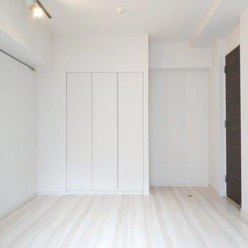 四角いタイプの居室が大好きな筆者※写真は3階の同間取り別部屋のものです。