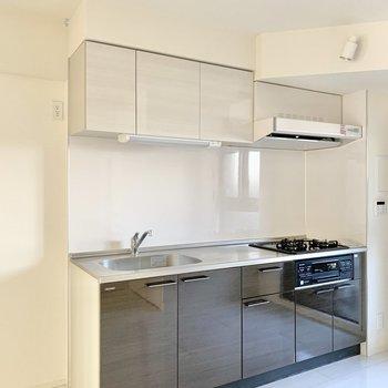 横には冷蔵庫が置けます。