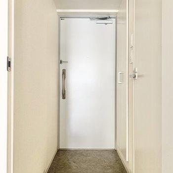 玄関もゆったりめ。