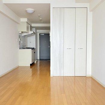 キッチンと居室は少し離れてますね。