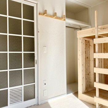引き戸がシンプルで可愛い雰囲気を。
