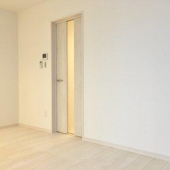 廊下へはこちらのドアから。