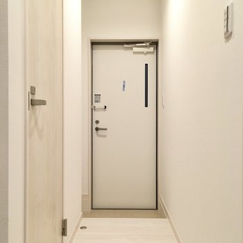 玄関はちょっぴりコンパクト。