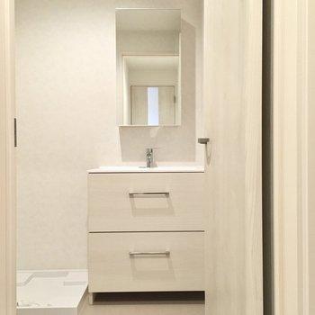 洗面台もシンプルでとっても綺麗。