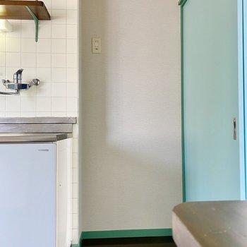 洗濯機置き場。割と大きめのものでも置けそうです。