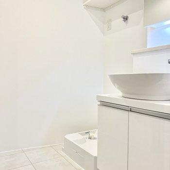とても清潔感のある洗面室。