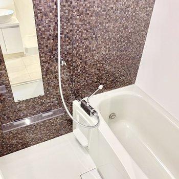 追い焚き付きのお風呂。パネルも素敵です。