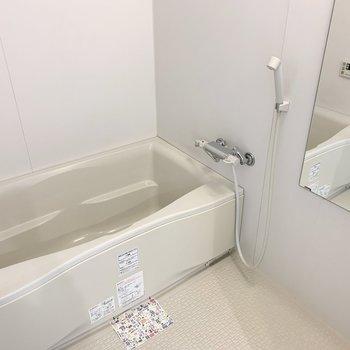 お風呂は追焚きと浴室乾燥機付。