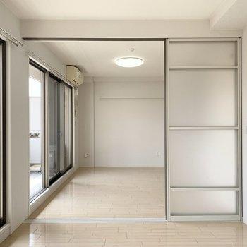 【洋5.7】開けると開放的な空間になりますね。