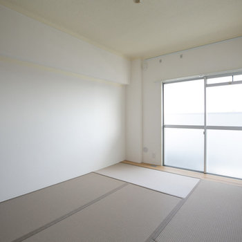 Ldk隣の和室は6畳。日当たりがいいですね。