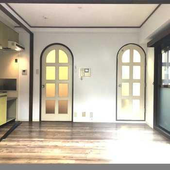 【DK7.5帖】ラウンドトップのドアがとってもかわいい!