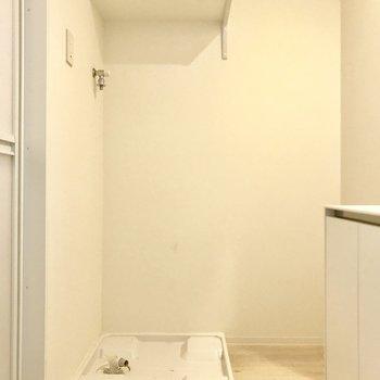 脱衣所に洗濯機を置けます(※写真は9階の同間取り別部屋、清掃前のものです)