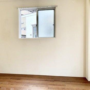角部屋だから側面にも窓。こちらは南向き。