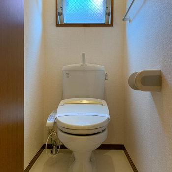 トイレにも小窓があります。