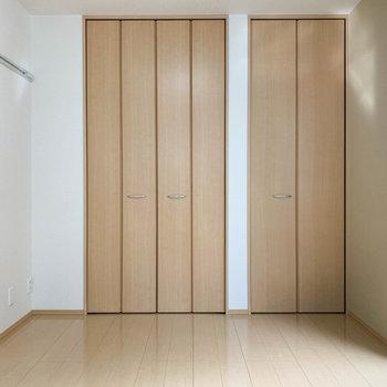 【洋室6帖】こちらの部屋には収納が。