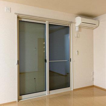 お部屋の全窓に雨戸が付いているのも安心なポイント。