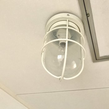 なんてたってこのマリンライト!サニタリーと玄関にもコレ♩(※写真は6階の同間取り別部屋、補修前のものです)