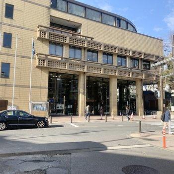 市役所は駅の目の前です