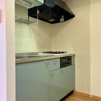 キッチン上下にはたっぷり調理器具が収納できます